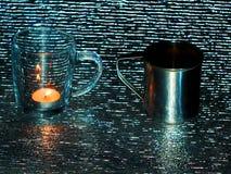 Duas canecas do vidro e do metal de prata Imagens de Stock Royalty Free