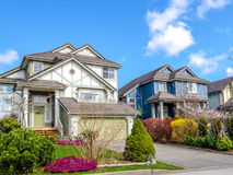 Duas casas com ajardinar bonito Imagens de Stock