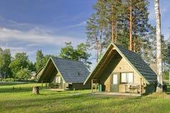 Duas casas de acampamento no verão Imagem de Stock