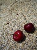 Duas cerejas no fundo macro da praia imagem de stock royalty free