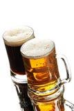 Duas cervejas nos vidros Fotografia de Stock Royalty Free