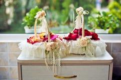 Duas cestas das pétalas cor-de-rosa Imagem de Stock Royalty Free