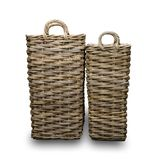 Duas cestas de vime, com um fundo branco imagens de stock royalty free