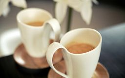 Duas chávenas de café da porcelana Fotos de Stock Royalty Free