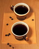 Duas chávenas de café em um guardanapo Fotografia de Stock Royalty Free