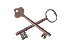 Duas chaves antigas isoladas Fotografia de Stock