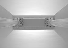 Duas colunas brancas do renascimento que apoiam um teto, vista inferior Fotos de Stock Royalty Free