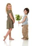 Duas crianças com flores imagens de stock