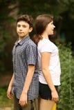 Duas crianças irmã e irmão do adolescente dos irmãos imagem de stock