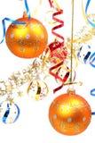 Duas esferas amarelas de ano novo em um fundo de um ouropel Fotos de Stock Royalty Free