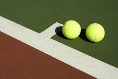 Duas esferas de tênis imagens de stock royalty free