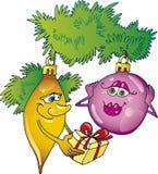 Duas esferas de vidro na árvore de Natal com presente Foto de Stock Royalty Free