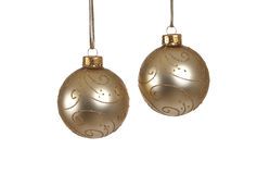 Duas esferas do Natal do ouro isoladas Foto de Stock Royalty Free