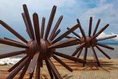 Duas estátuas dos ouriços-do-mar em Puerto Vallarta em México imagem de stock