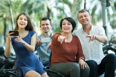 Duas famílias que conduzem a excursão grande Foto de Stock
