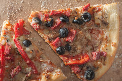 Duas fatias da pizza imagens de stock royalty free