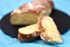 Duas fatias de pão amarelo doce com revestimento do açúcar imagens de stock royalty free
