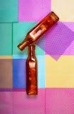 Duas garrafas coloridas em um fundo geométrico abstrato Foto de Stock Royalty Free