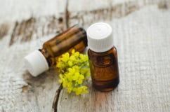 Duas garrafas do aroma (essencial) cosmético natural lubrificam Imagens de Stock