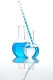 Duas garrafas do laboratório com um líquido azul Fotografia de Stock