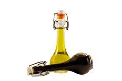 Duas garrafas do vinagre e do azeite de vinho Fotos de Stock Royalty Free