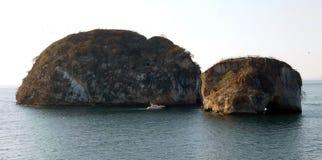 Duas ilhas no oceano imagens de stock