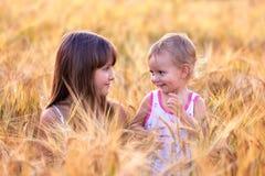 Duas irmãs adoráveis Fotografia de Stock Royalty Free