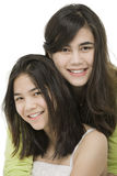 Duas irmãs junto, isolado no branco Foto de Stock