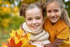 Duas irmãs mais nova Foto de Stock Royalty Free