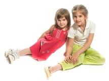 Duas irmãs que sentam-se junto Fotos de Stock Royalty Free