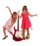 Duas irmãs que têm o divertimento Imagem de Stock