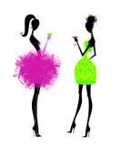 Duas jovens mulheres chiques em vestidos de partido ilustração do vetor