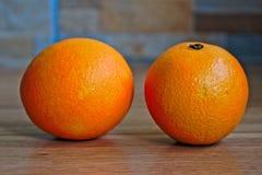 Duas laranjas imagens de stock