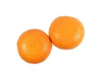 Duas laranjas brilhantes maduras da cor isoladas no fundo branco fotos de stock