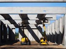 Duas máquinas desbastadoras da cereja em uma construção da construção Imagens de Stock