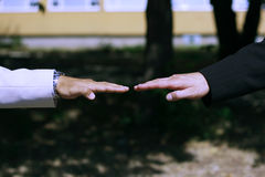 Duas mãos do negócio na posição reta lisa Fotos de Stock