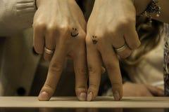 Duas mãos dos amantes Imagem de Stock