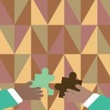 Duas mãos dos homens de negócios que guardam partes coloridas de enigma de serra de vaivém estão a ponto de bloquear as telhas Fu ilustração do vetor