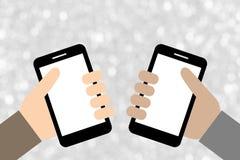Duas mãos que guardam telefones espertos Fotografia de Stock Royalty Free