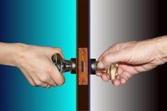 Duas mãos, uma porta Foto de Stock Royalty Free