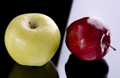 Duas maçãs Fotos de Stock