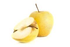 Duas maçãs amarelas no branco Imagens de Stock