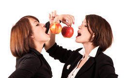 Duas maçãs mordidas meninas Fotos de Stock