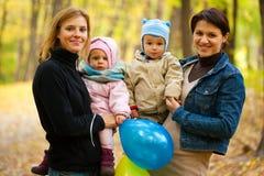 Duas matrizes com seus bebês Foto de Stock