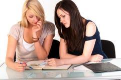Duas meninas bonitas do estudante Imagens de Stock