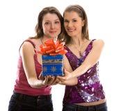 Duas meninas bonitas que comemoram Fotos de Stock Royalty Free