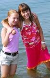 Duas meninas do preteen fotos de stock royalty free