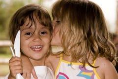 Duas meninas estão jogando Imagens de Stock Royalty Free