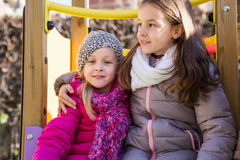 Duas meninas no campo de jogos Imagem de Stock