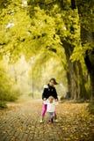 Duas meninas no parque do outono Fotos de Stock
